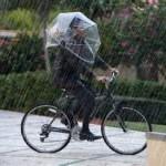 両手が使える傘だから自転車通勤も安全!