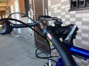 アウターケーブルを前後のブレーキのサイズに合わせて切断 車体に固定