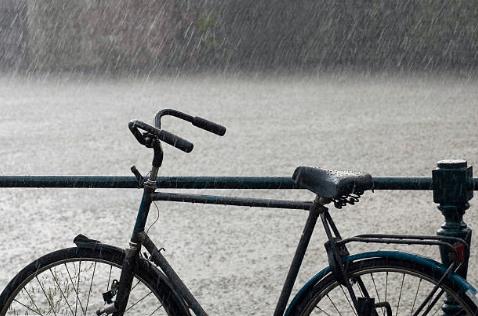自転車雨ざらし